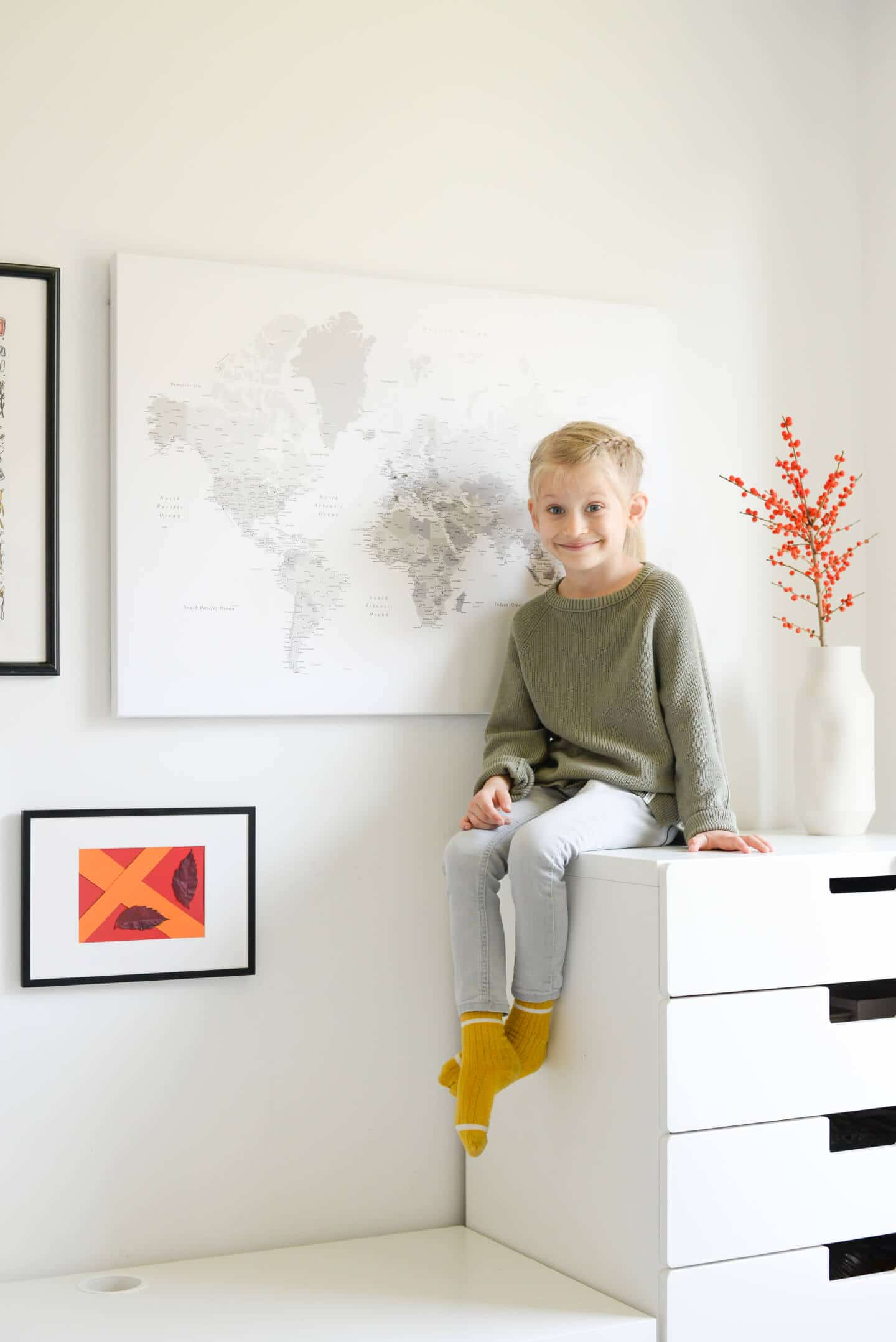 children room interior decor world map