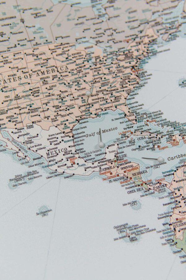 retro style push pin world map usa with states